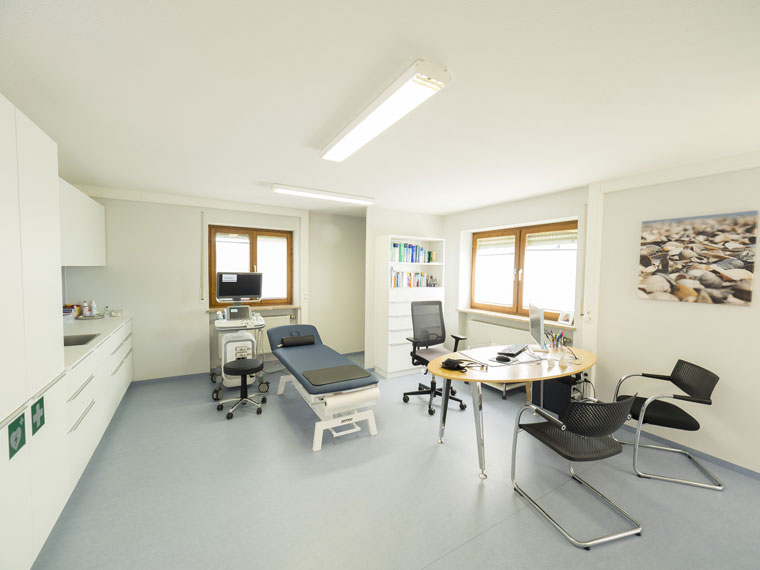 Behandlungsraum Praxis Dr. med. Dominik Neukirch